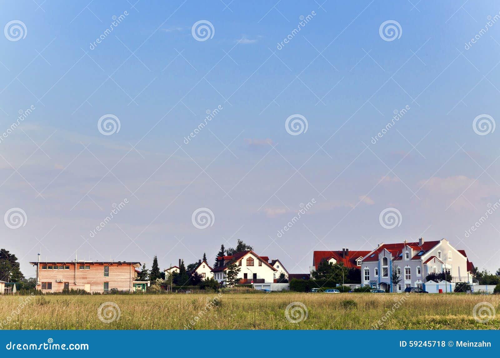 Download Área De La Cubierta En Una Calle Suburbana Foto de archivo - Imagen de casa, casero: 59245718