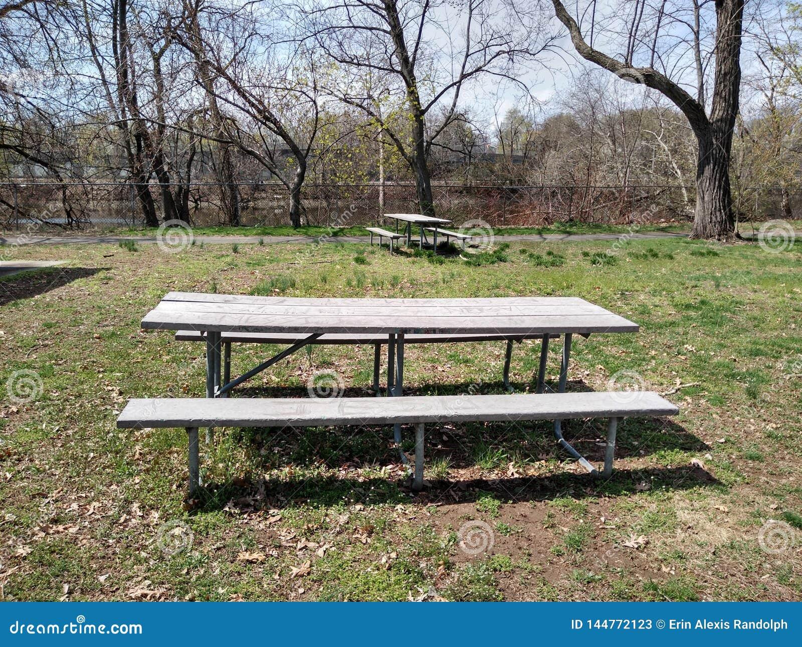 Área de picnic en un parque público, Rutherford, NJ, los E.E.U.U.
