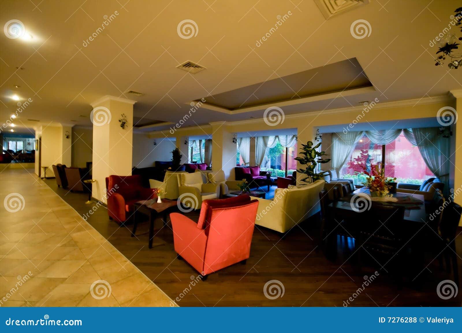 Área de recepción del pasillo del hotel