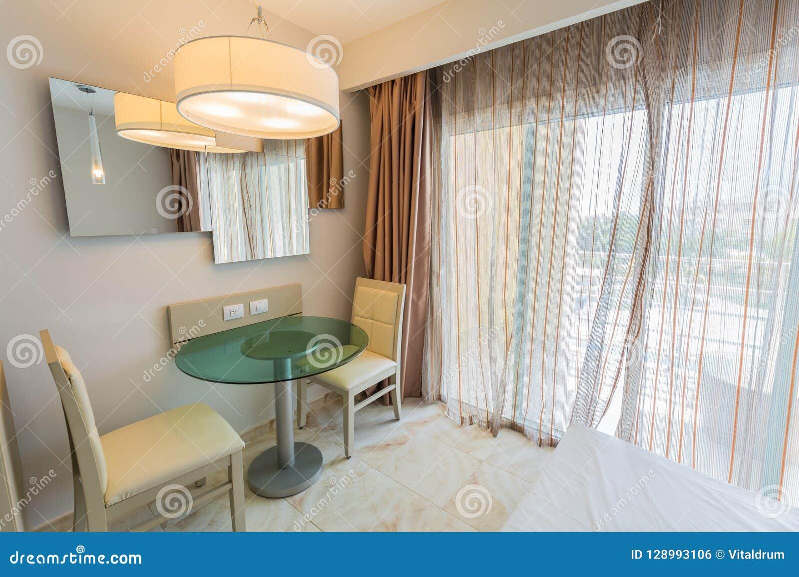 Área de servicio de portero de la familia, interior cómodo acogedor, asombroso hermoso de la habitación