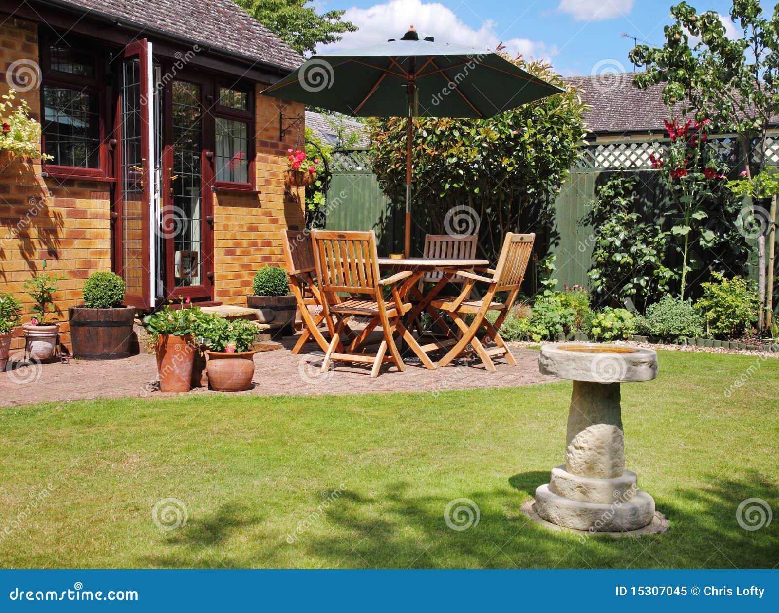 Rea do p tio de um jardim ingl s foto de stock royalty - Patio ingles ...
