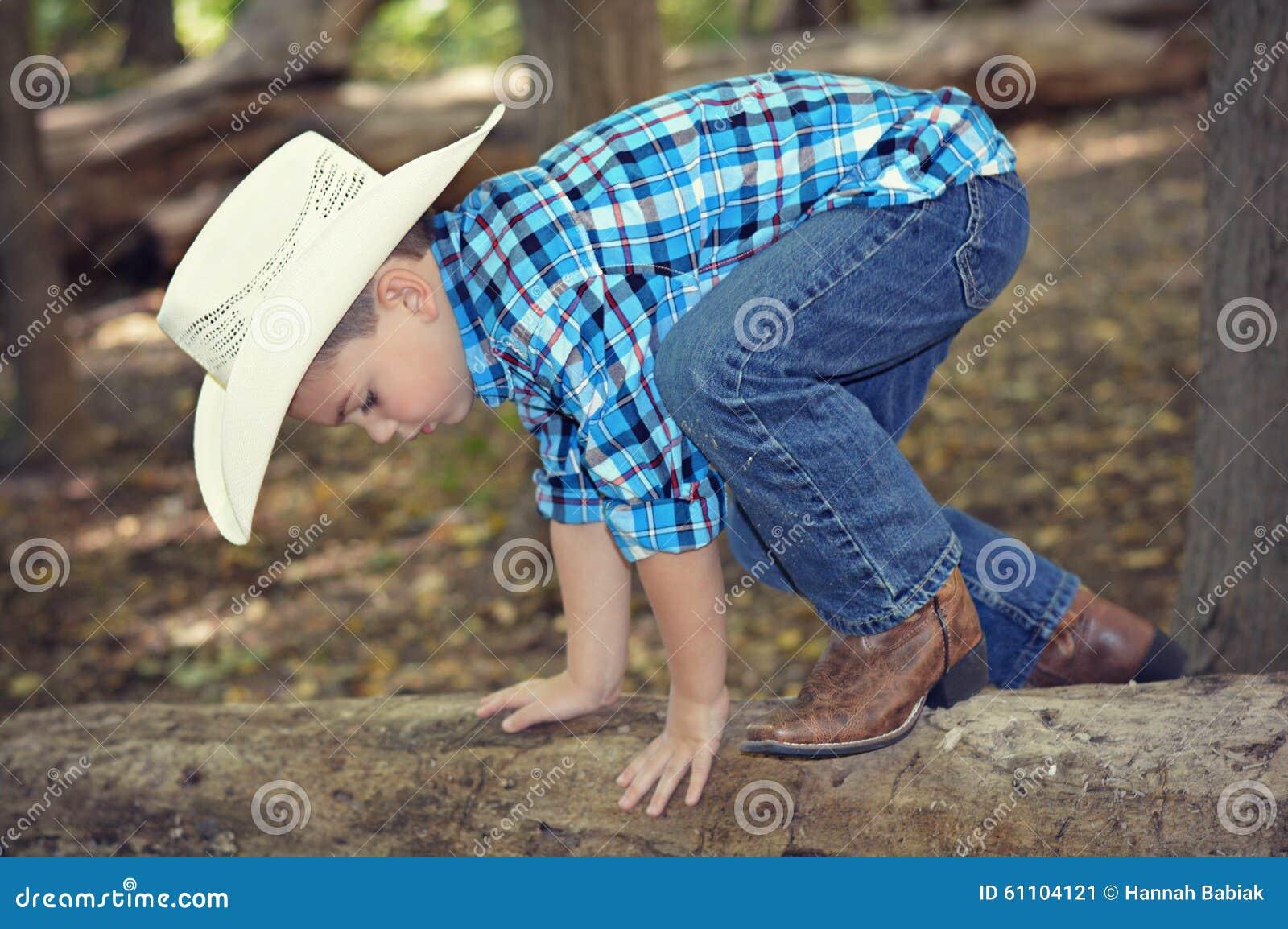 Árvore de escalada do menino