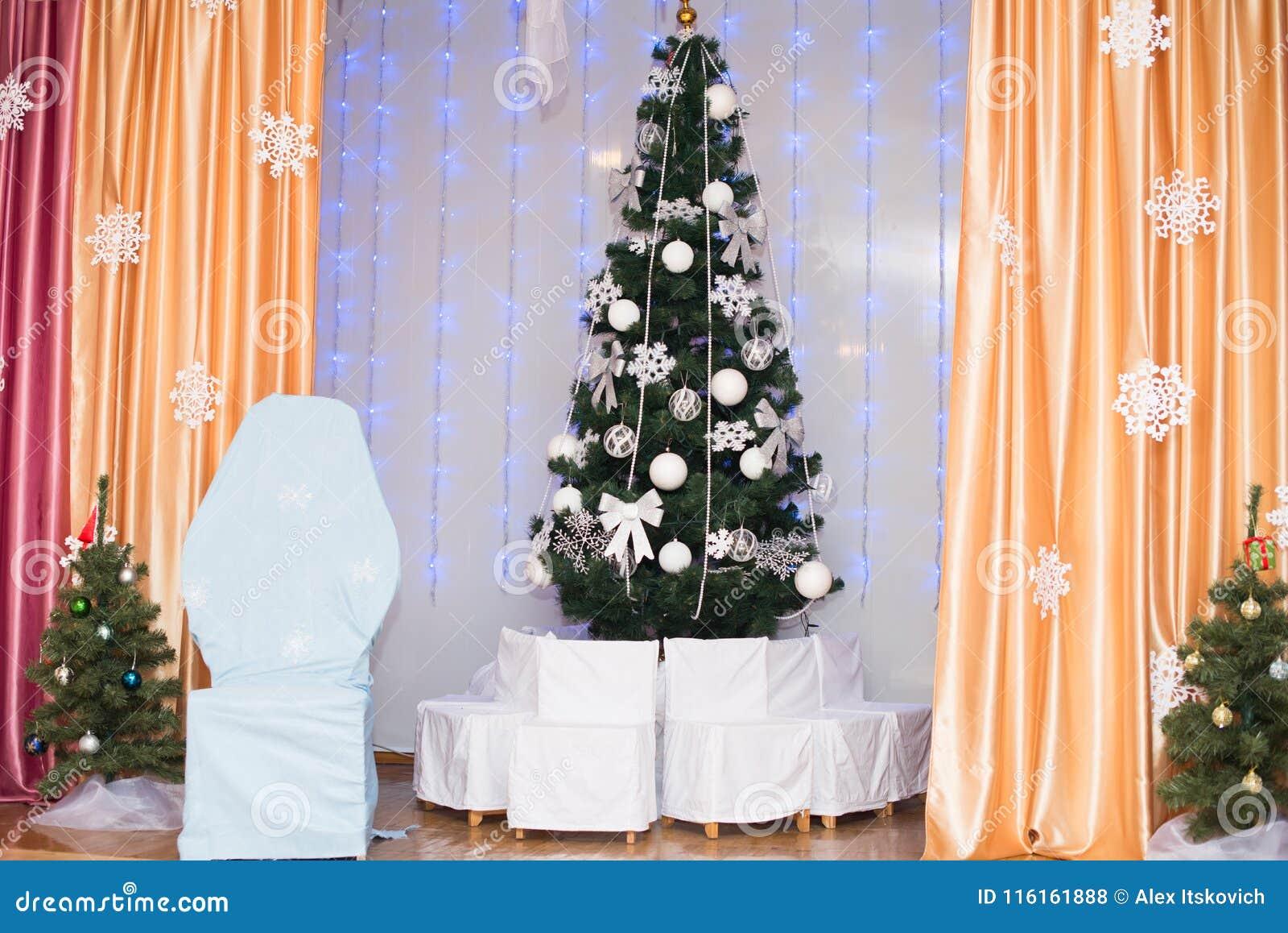 Árvore de Natal decorada bonita Fundo do feriado