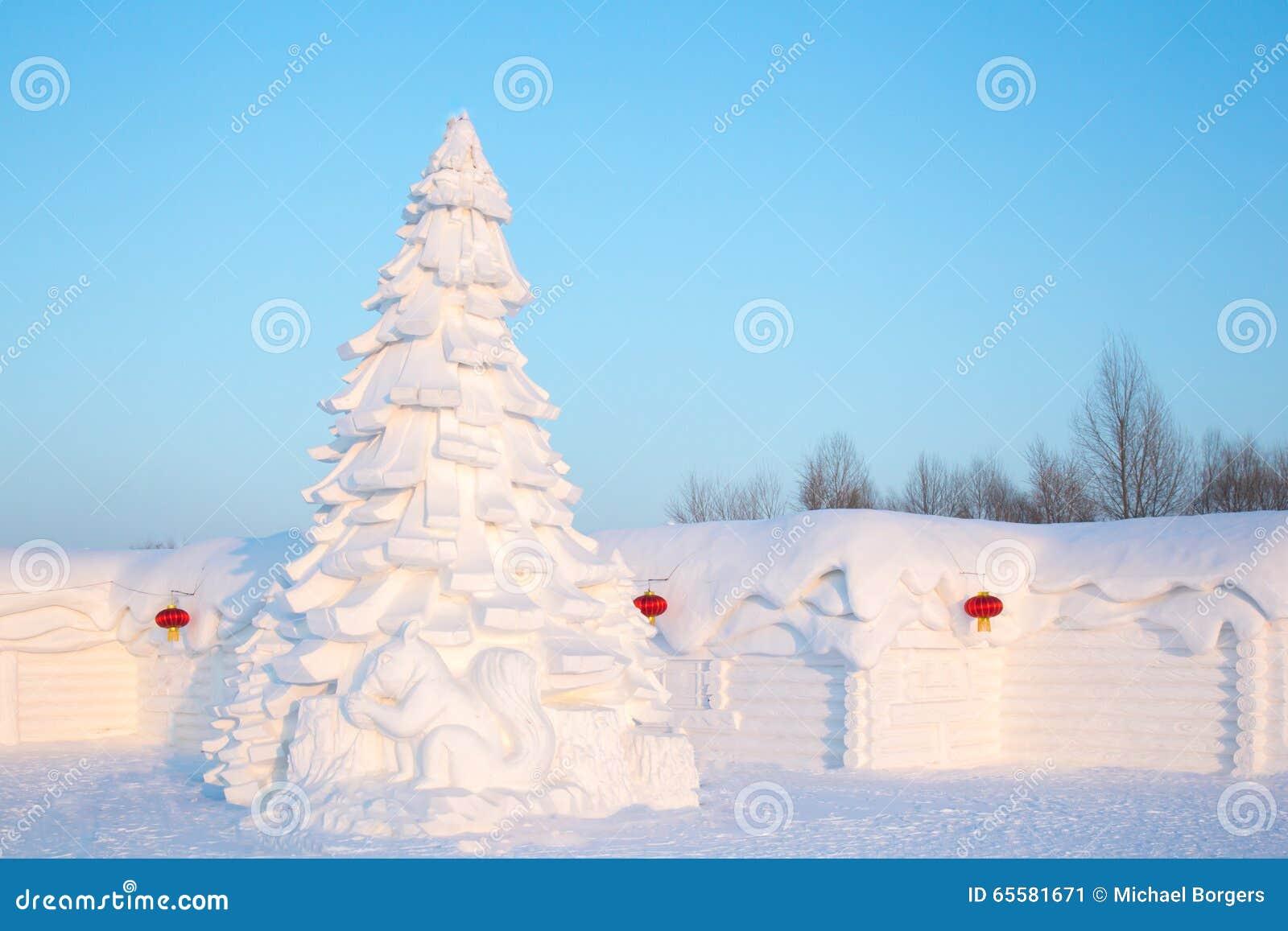 Árvore de Natal feita da neve