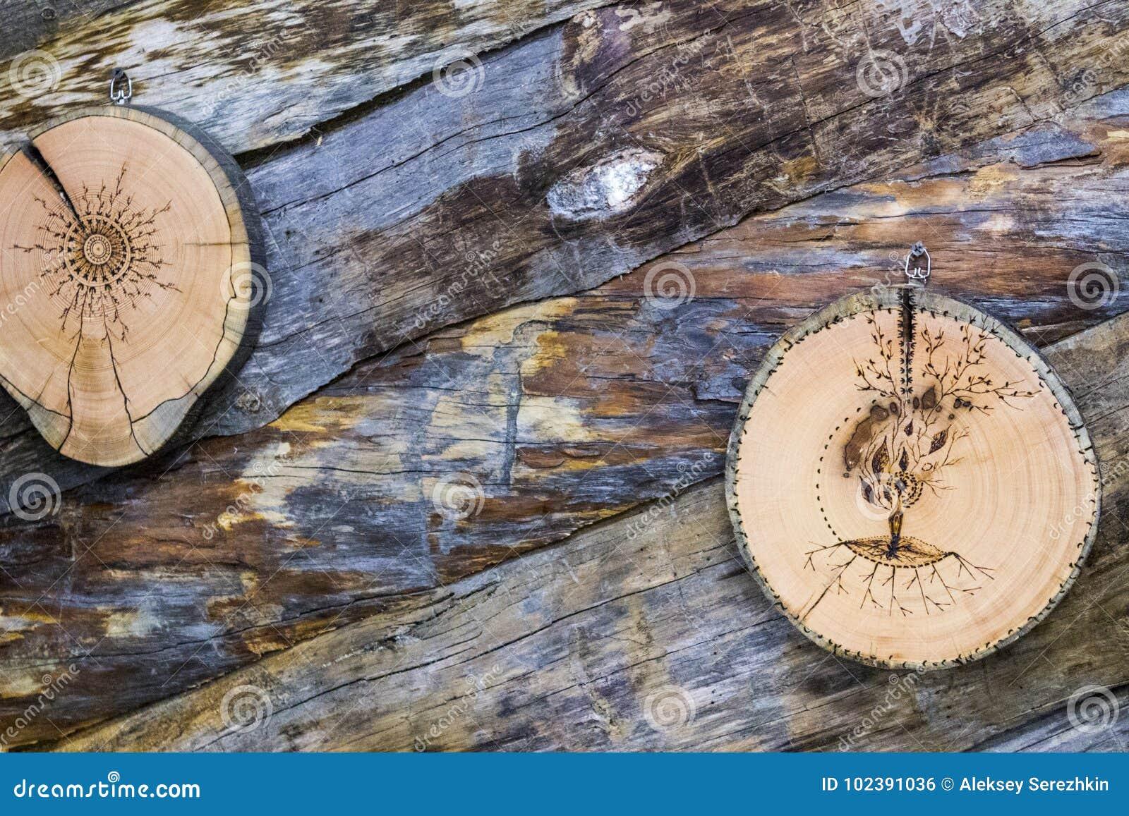 A árvore viu com um teste padrão no fundo dos logs