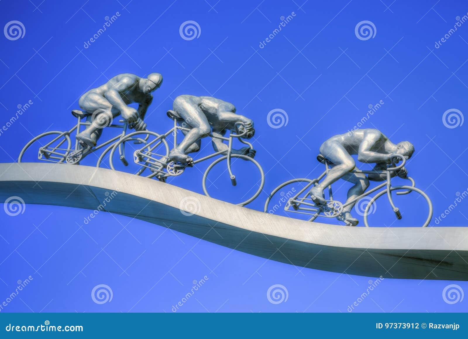 † Tour de France ausführlich Pyreneesâ€- Skulptur
