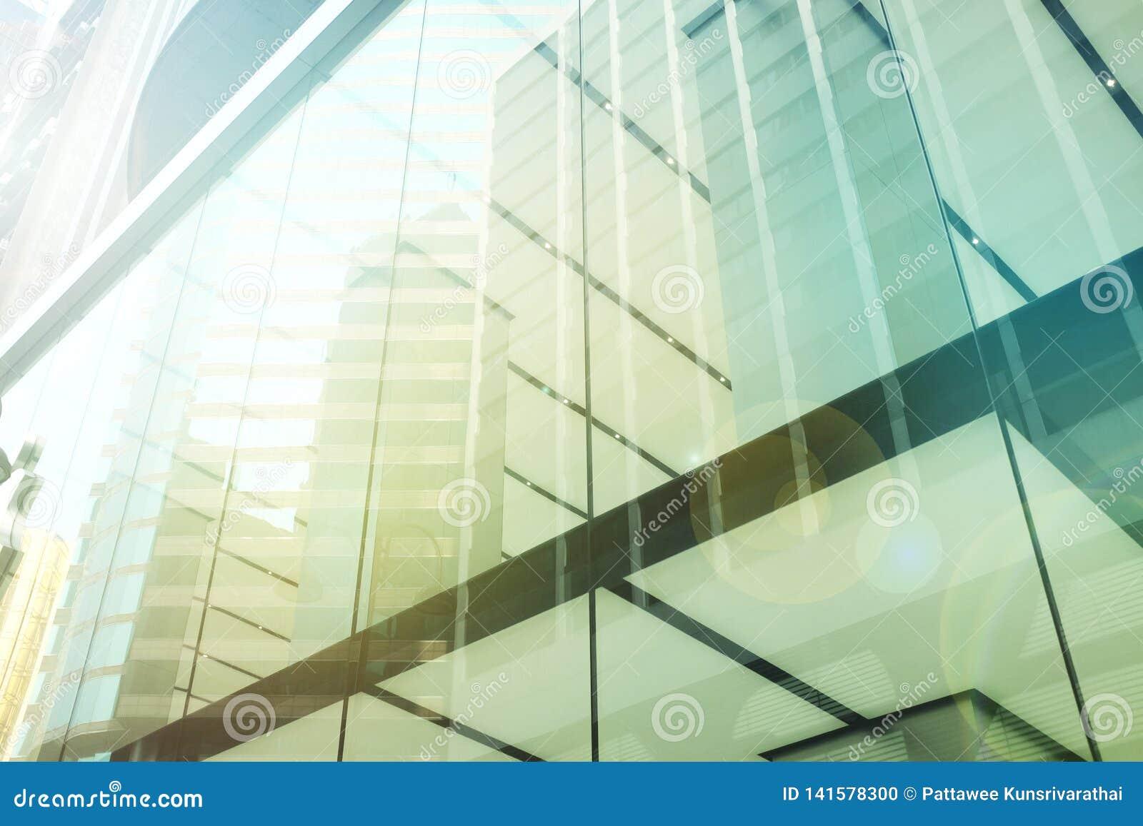 Äußeres des Glaswohngebäudes Die goldene Taste oder Erreichen für den Himmel zum Eigenheimbesitze Kopieren Sie Platz
