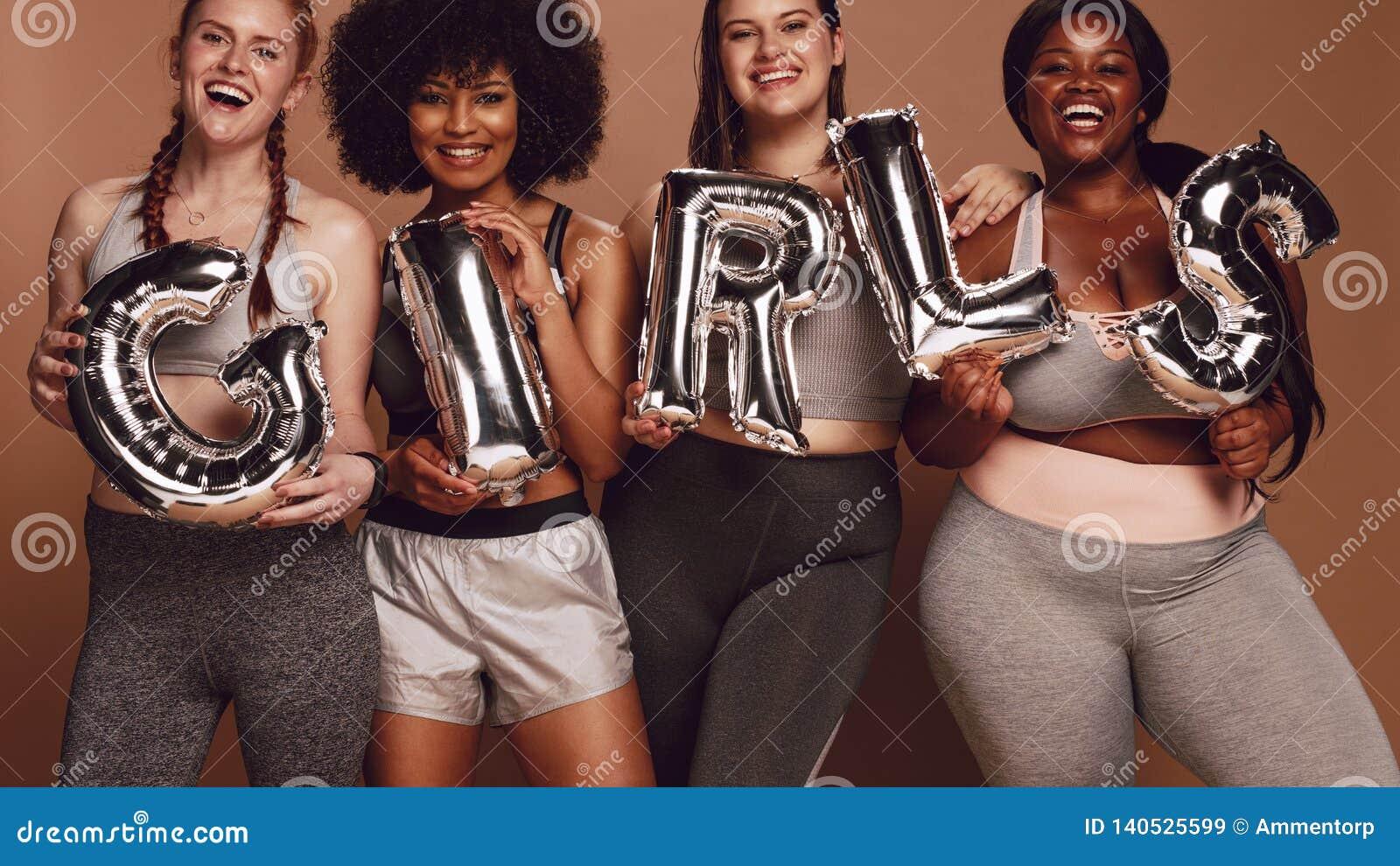 不同的小组有女孩词的妇女在气球信件