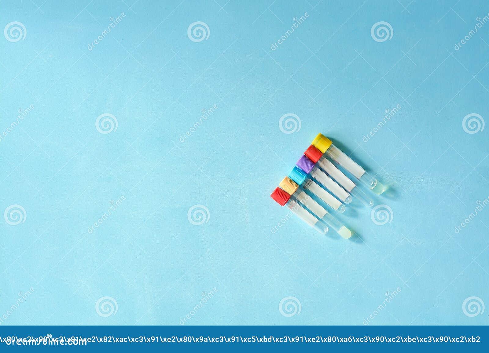不同颜色和大小空的真空venipuncture试管