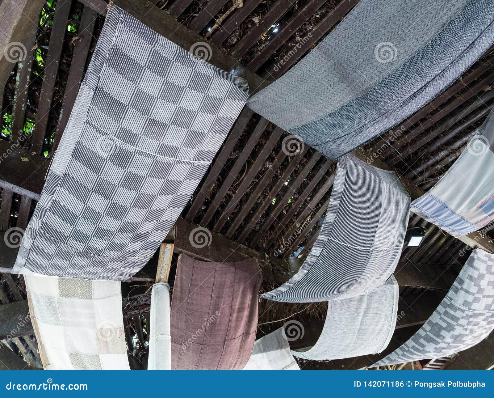 丝织物在木屋顶装饰