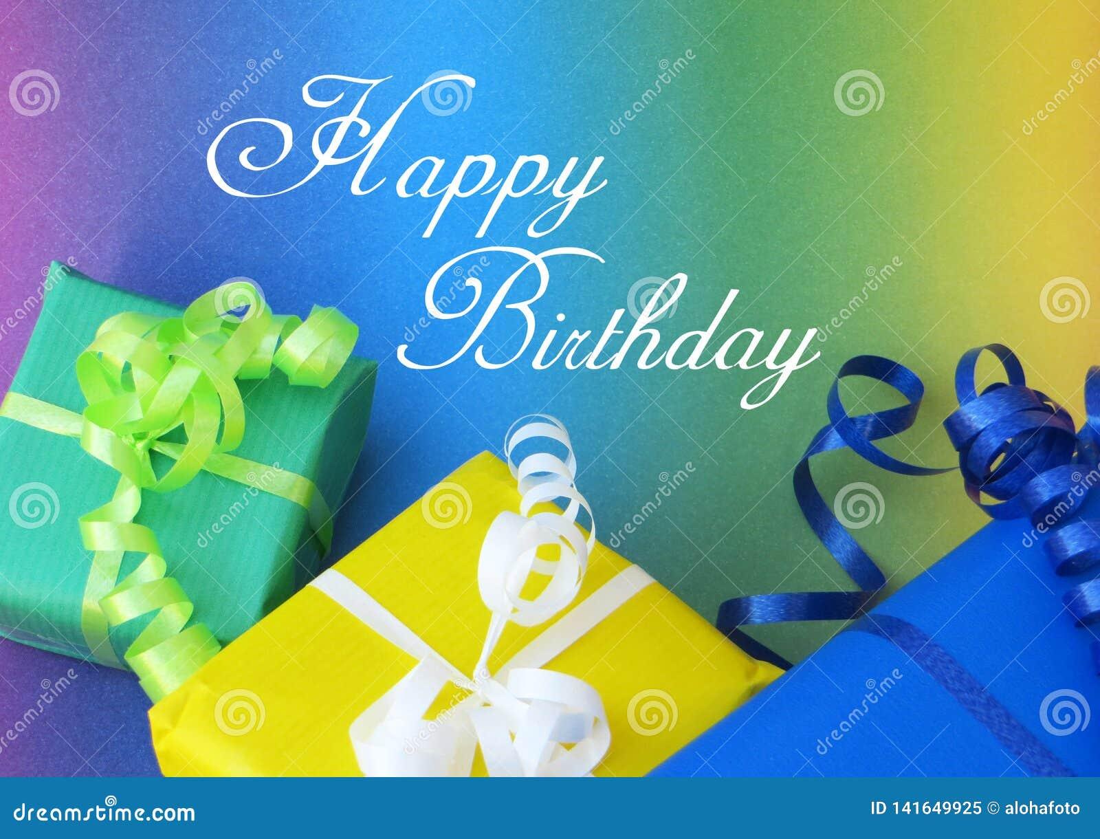 与五颜六色的礼物的明信片以黄绿色和蓝色和生日快乐剧本文本