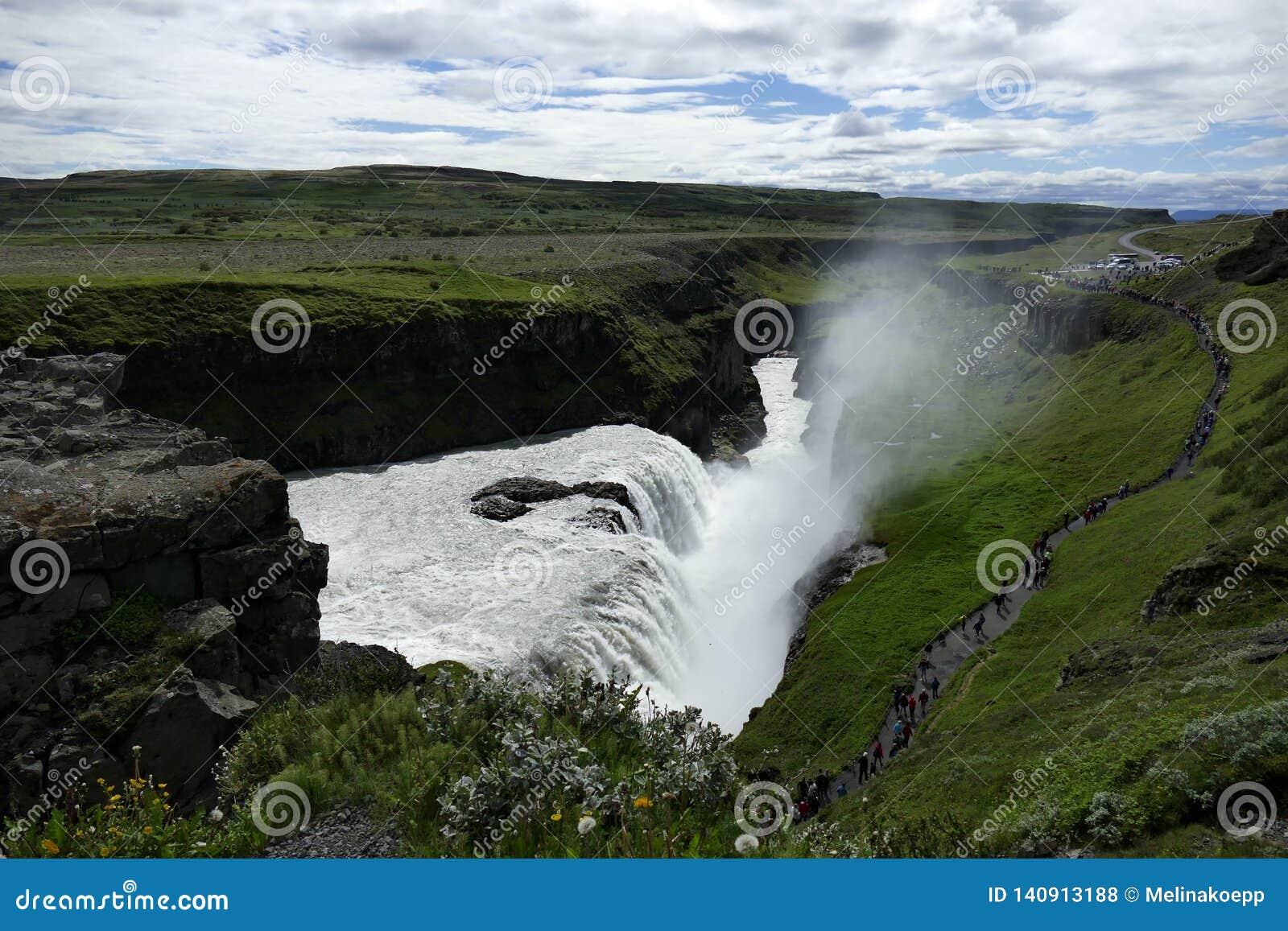 与从上面被看见的浪花的古佛斯瀑布瀑布,冰岛