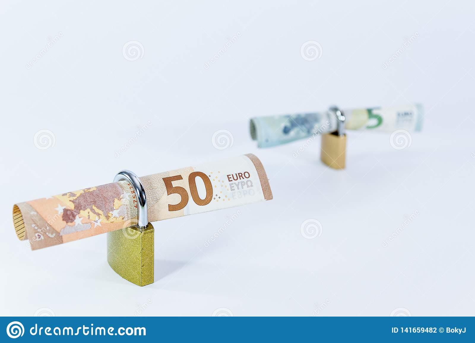 与挂锁,欧盟付款系统的金钱欧元价值钞票