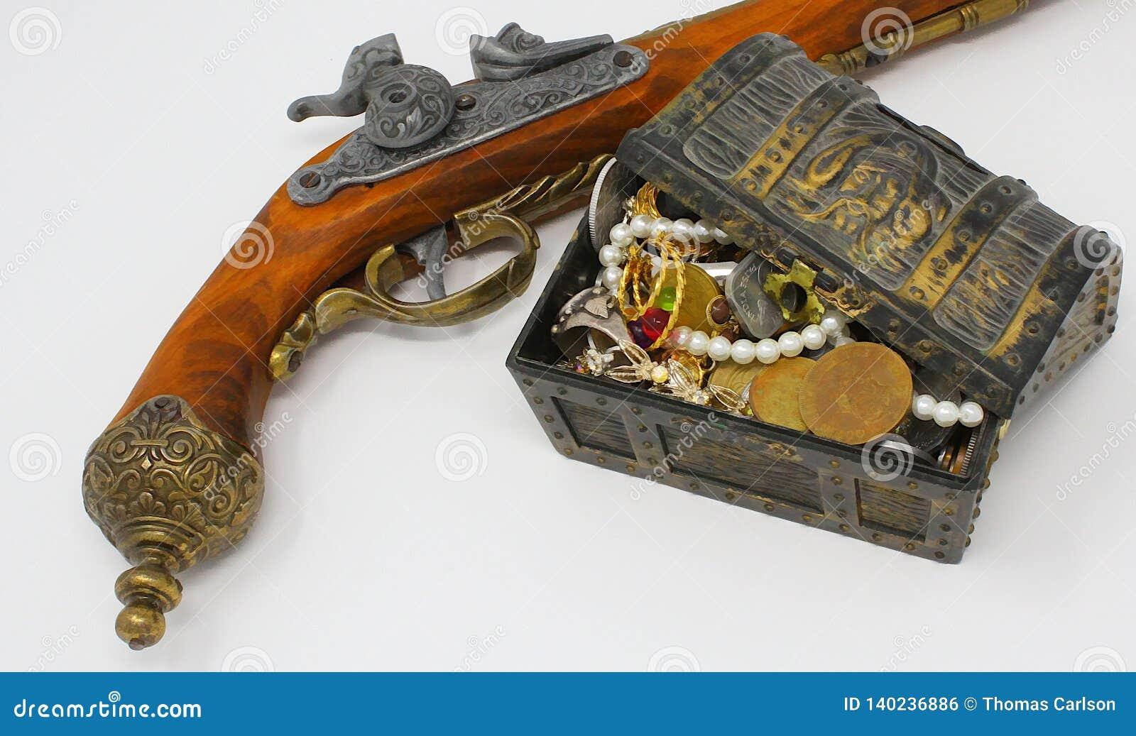 与手枪枪的海盗珍宝