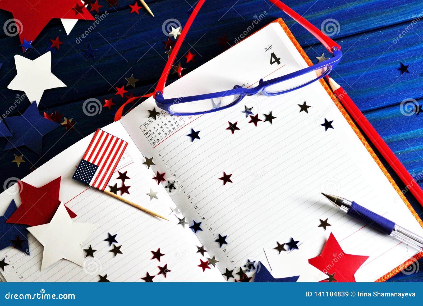 与玻璃的日志开放在7月4日,愉快的独立日、退伍军人爱国心和记忆日期