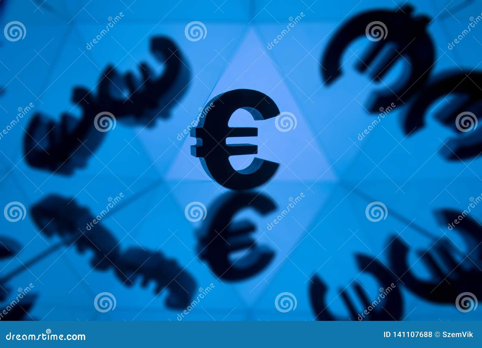 与许多镜象的欧元货币符号的本身
