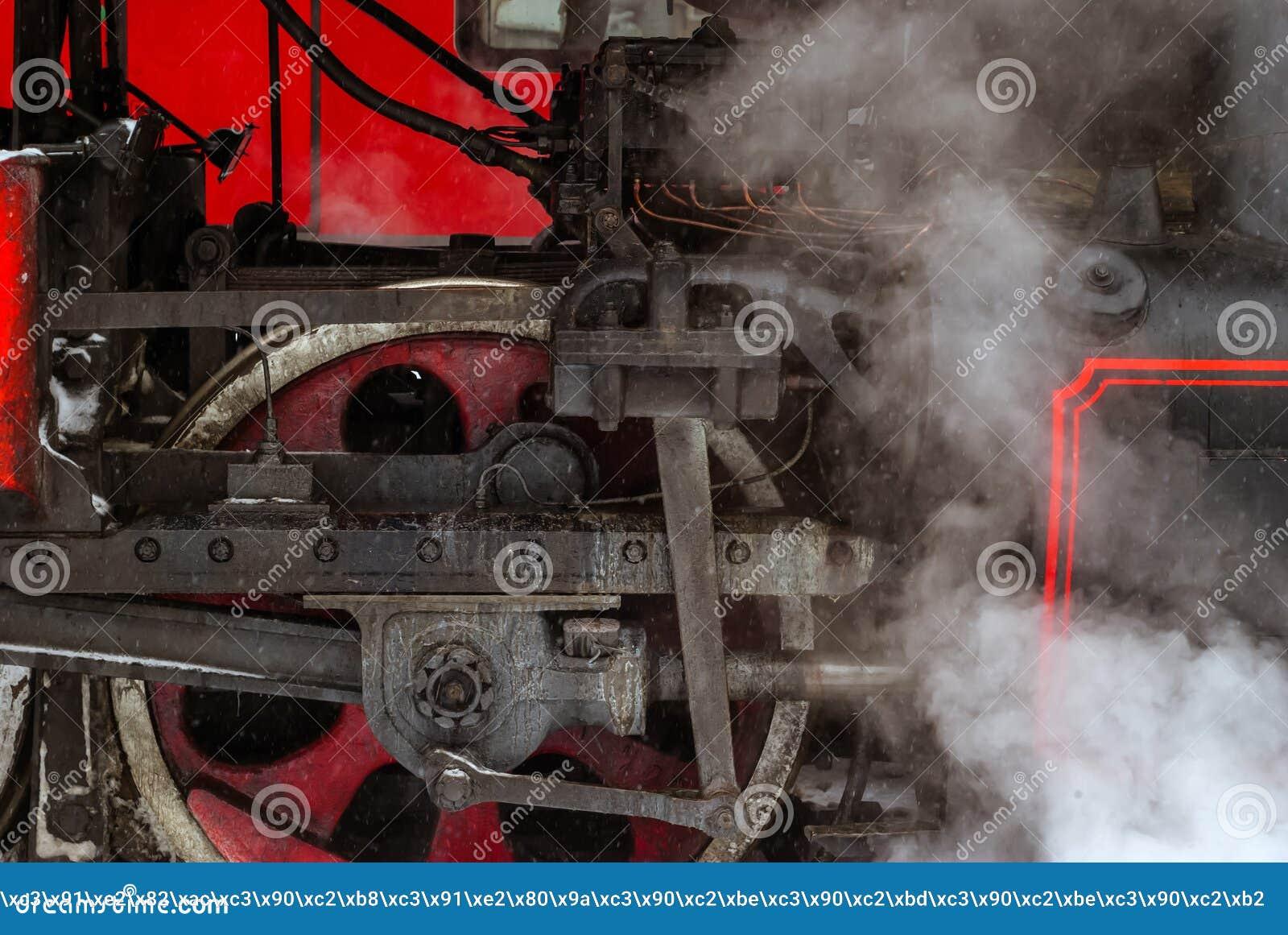 一个蒸汽机车轮子的特写镜头有活塞的