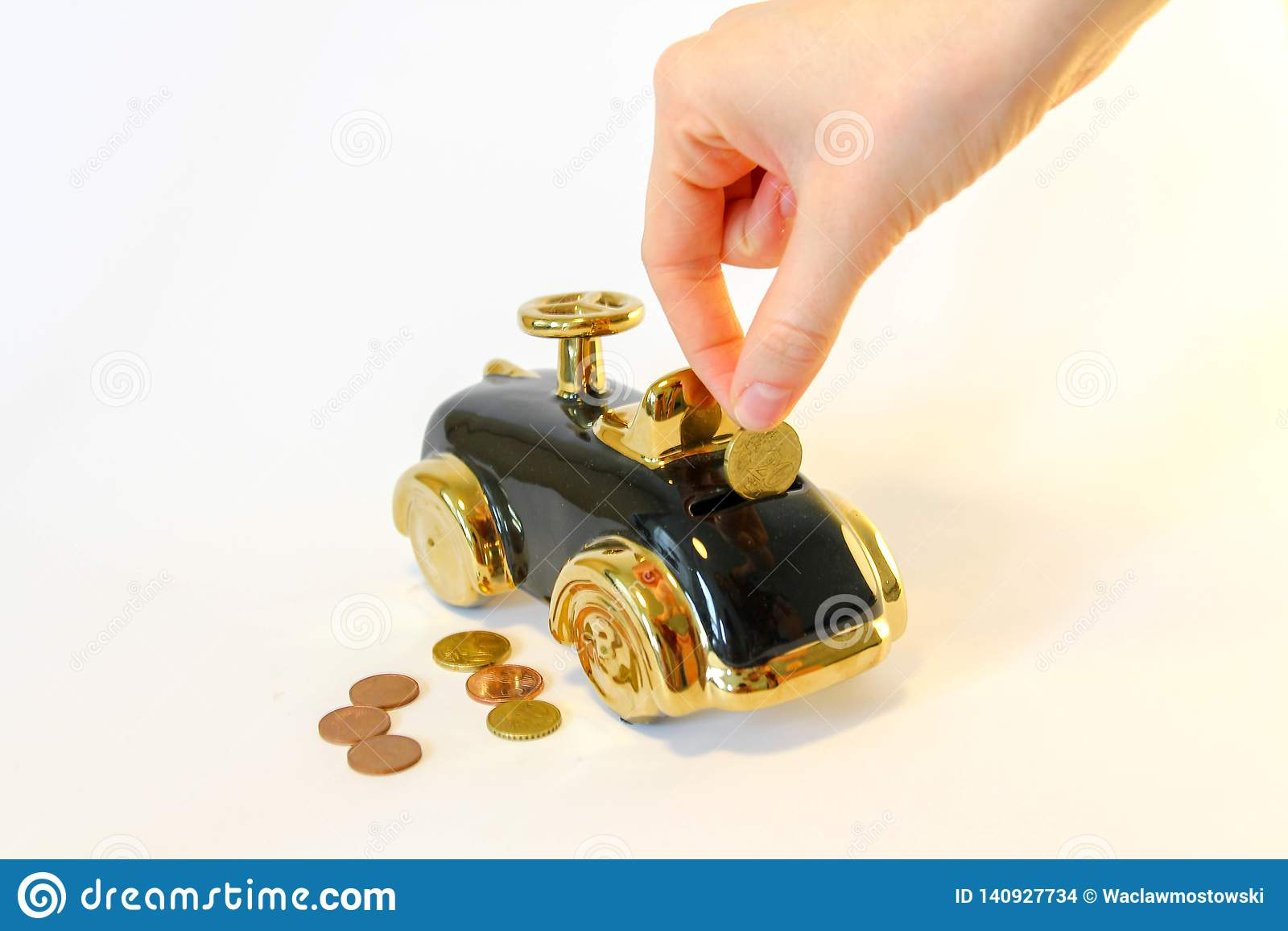 一辆新的汽车的攒钱