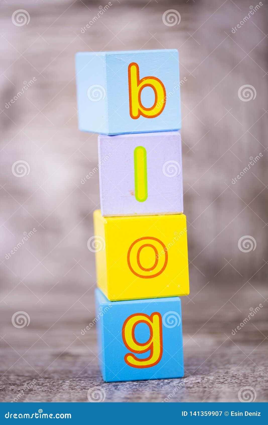 五颜六色的木字母表,博克写道 教育概念照片