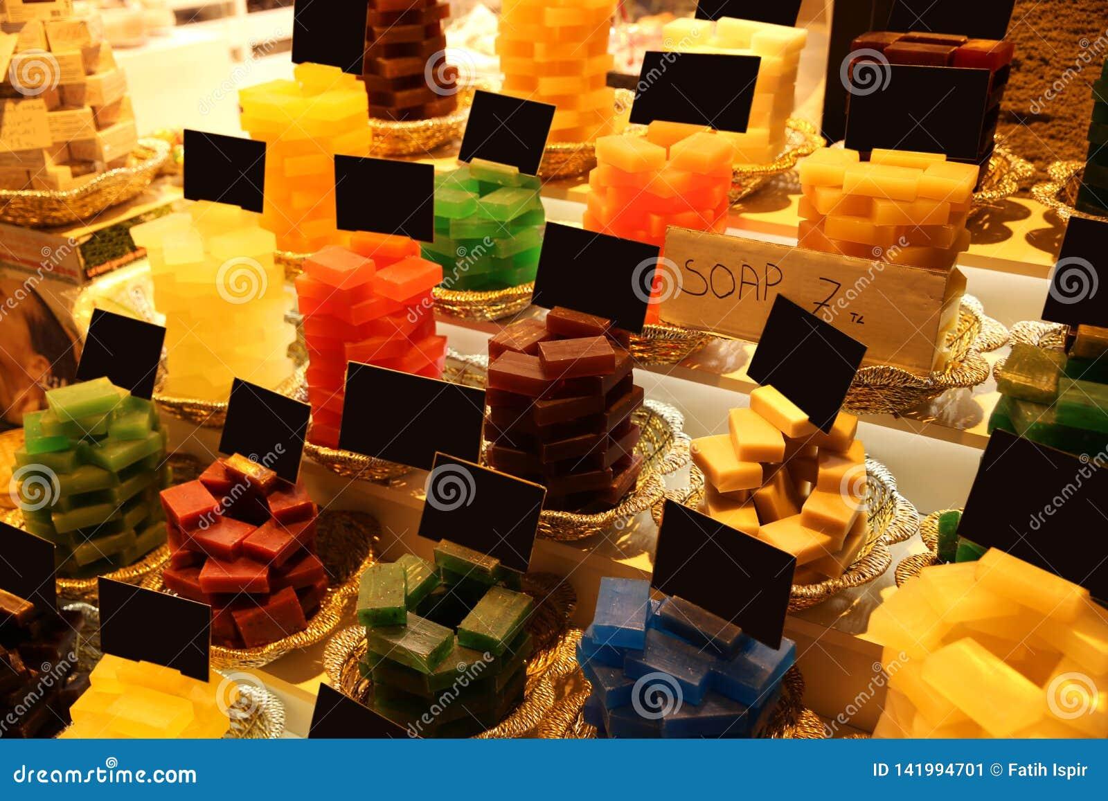 五颜六色的肥皂在大巴扎Ä°stanbul