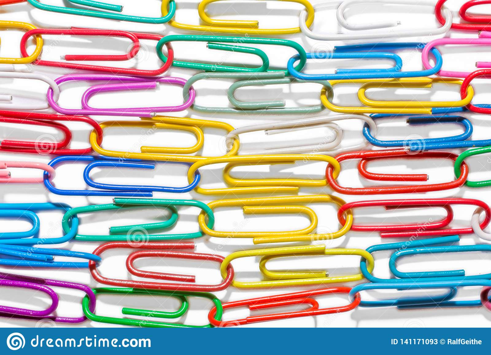 从五颜六色的纸夹的五颜六色的纹理