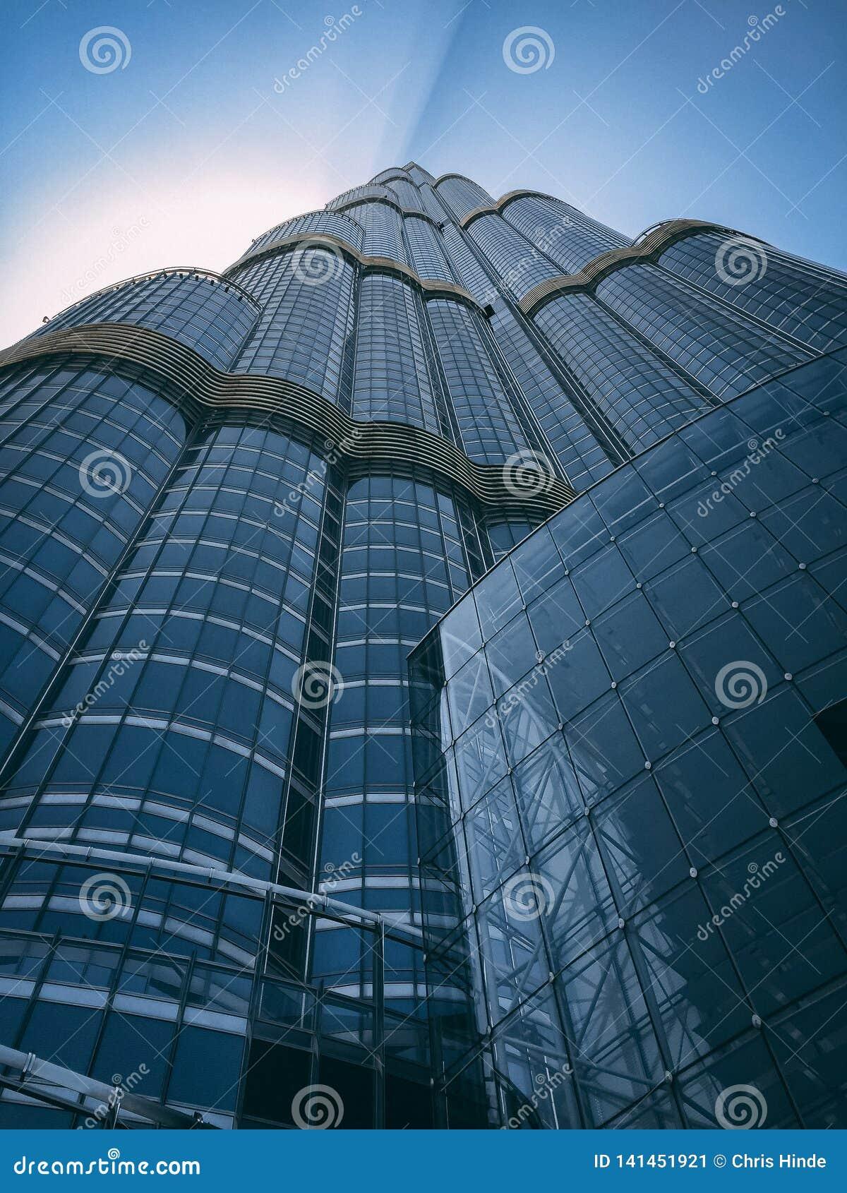 从地面的摩天大楼