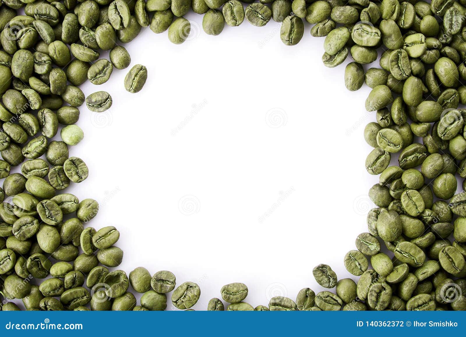从绿色咖啡豆的一个框架与空的拷贝空间