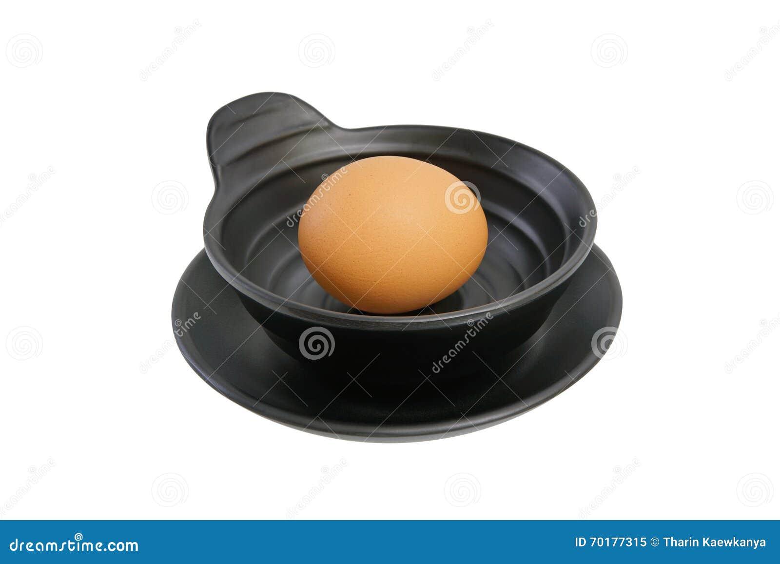 Ägg i bunke på vit