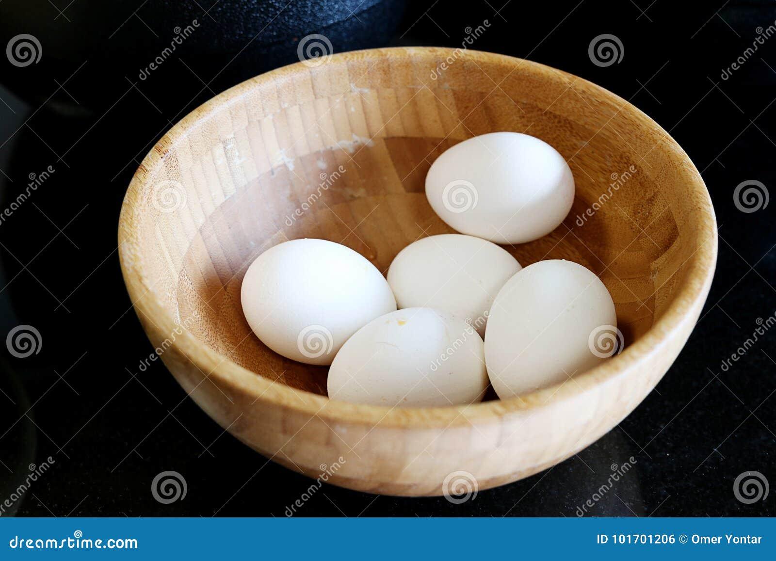 Ägg i träplattan