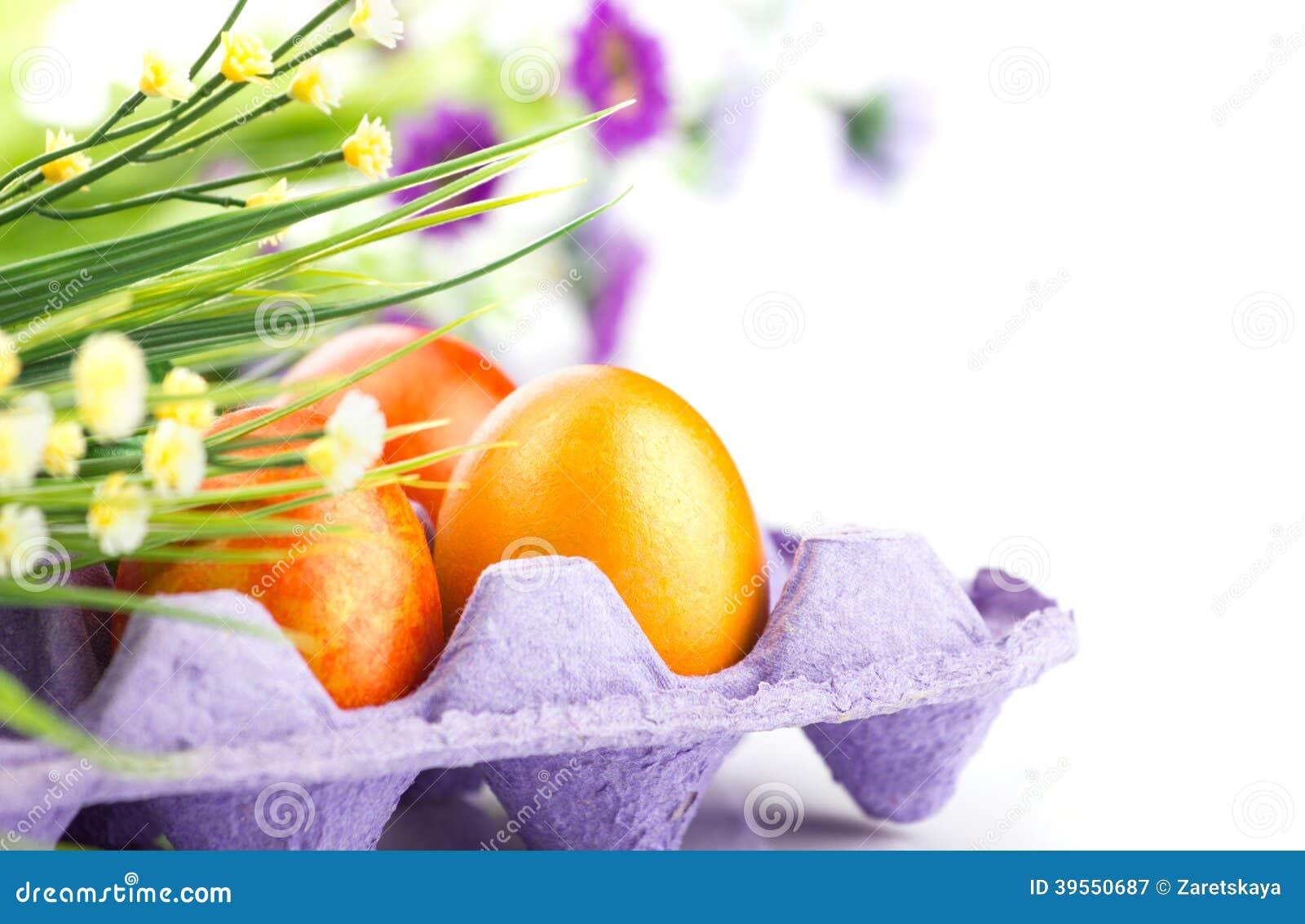 Ägg och grupp av blommor
