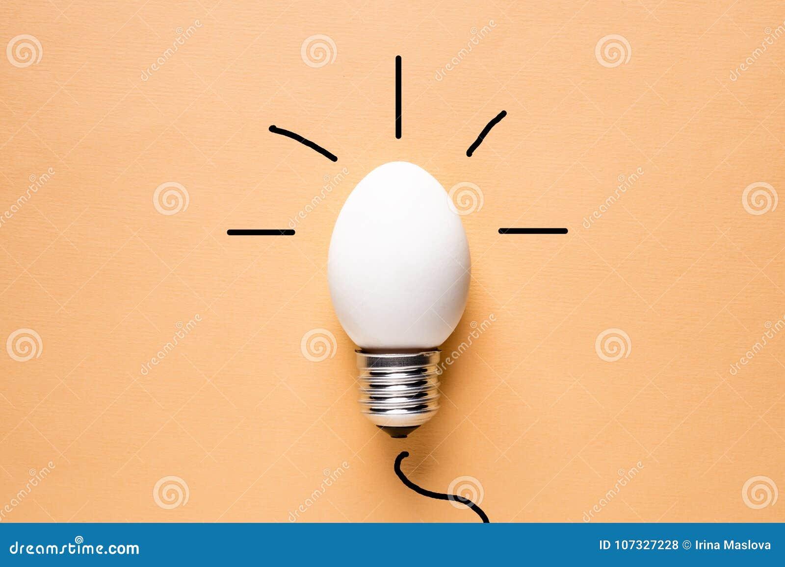 Äggskal för ljus kula på grundbegreppsenergi - besparing