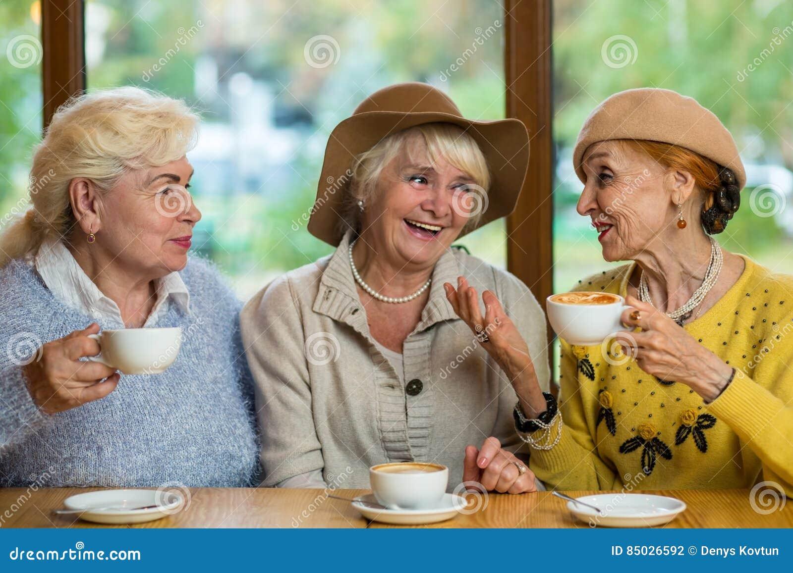 äldre damer