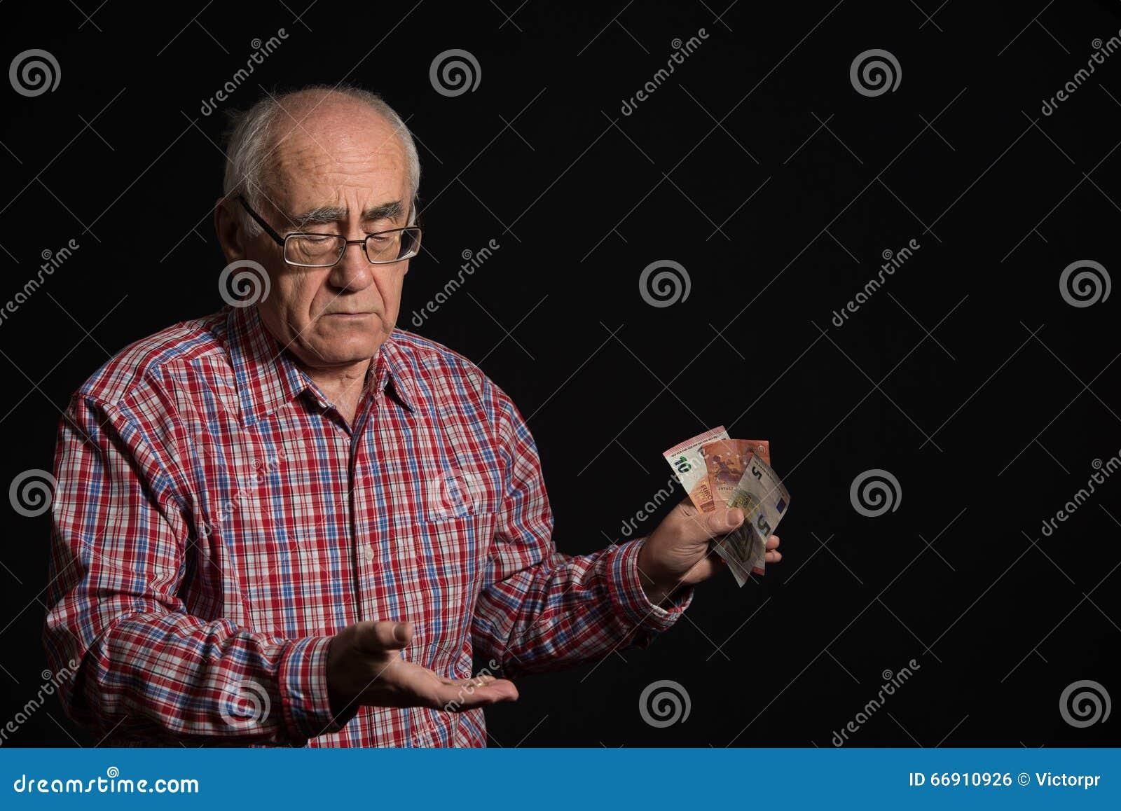 Äldre man med pengar