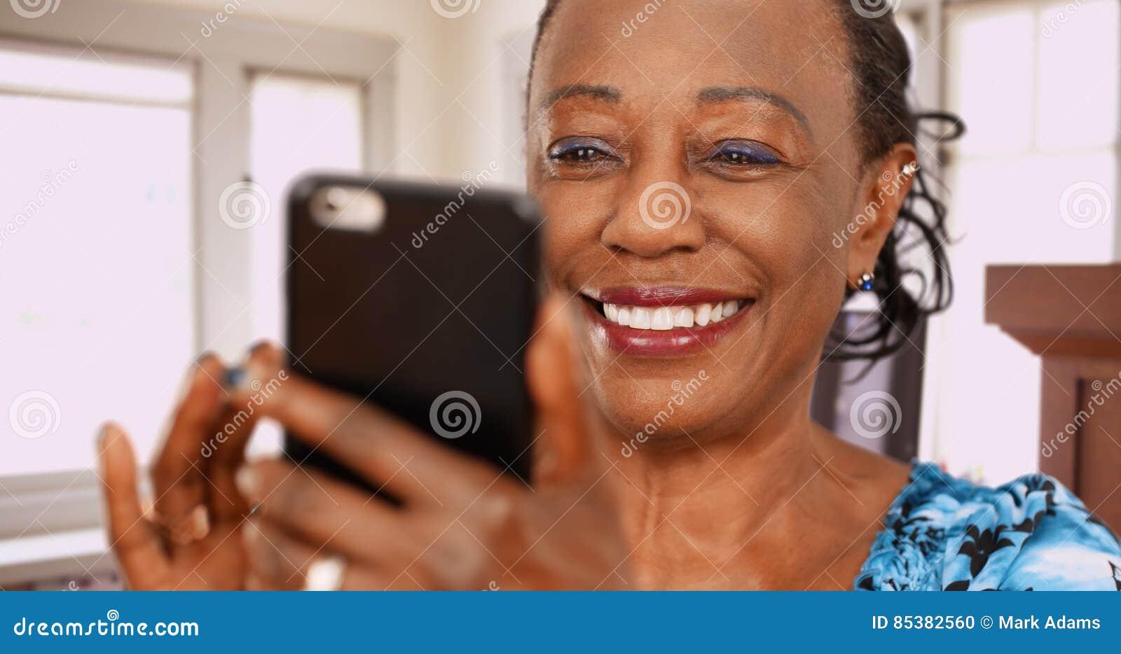 Äldre tillbaka hårda slag för en kvinna på hennes favorit- datera app