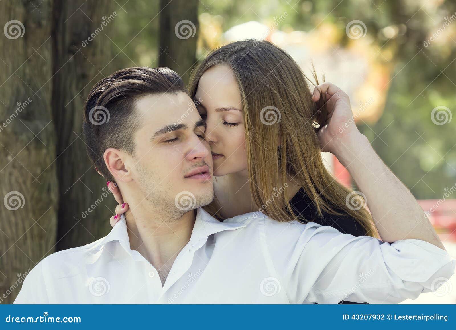 Download älska stående för par arkivfoto. Bild av intygar, skämtsamt - 43207932