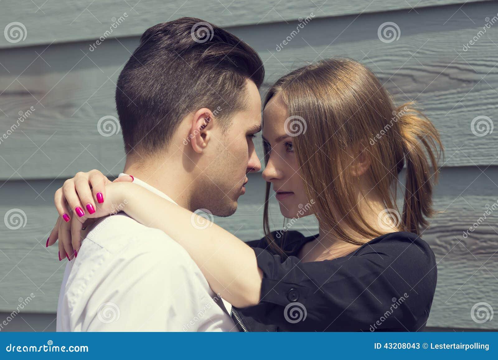 Download älska stående för par fotografering för bildbyråer. Bild av gladlynt - 43208043