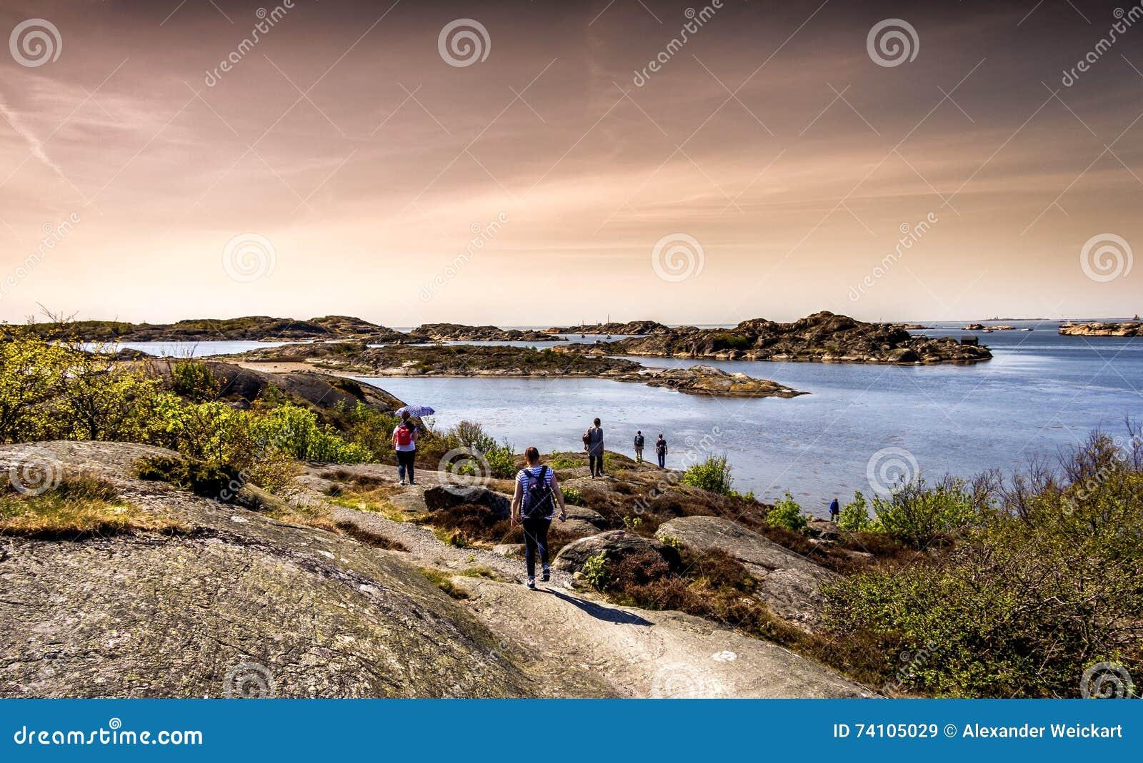 Älskvärd ö, härlig natur och en dramatisk himmel - Göteborg, Sverige