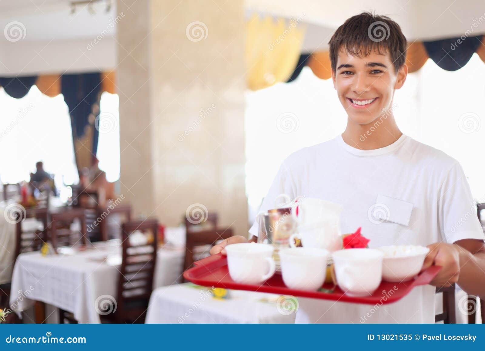 älskvärt håller restauranmagasinuppassaren ung