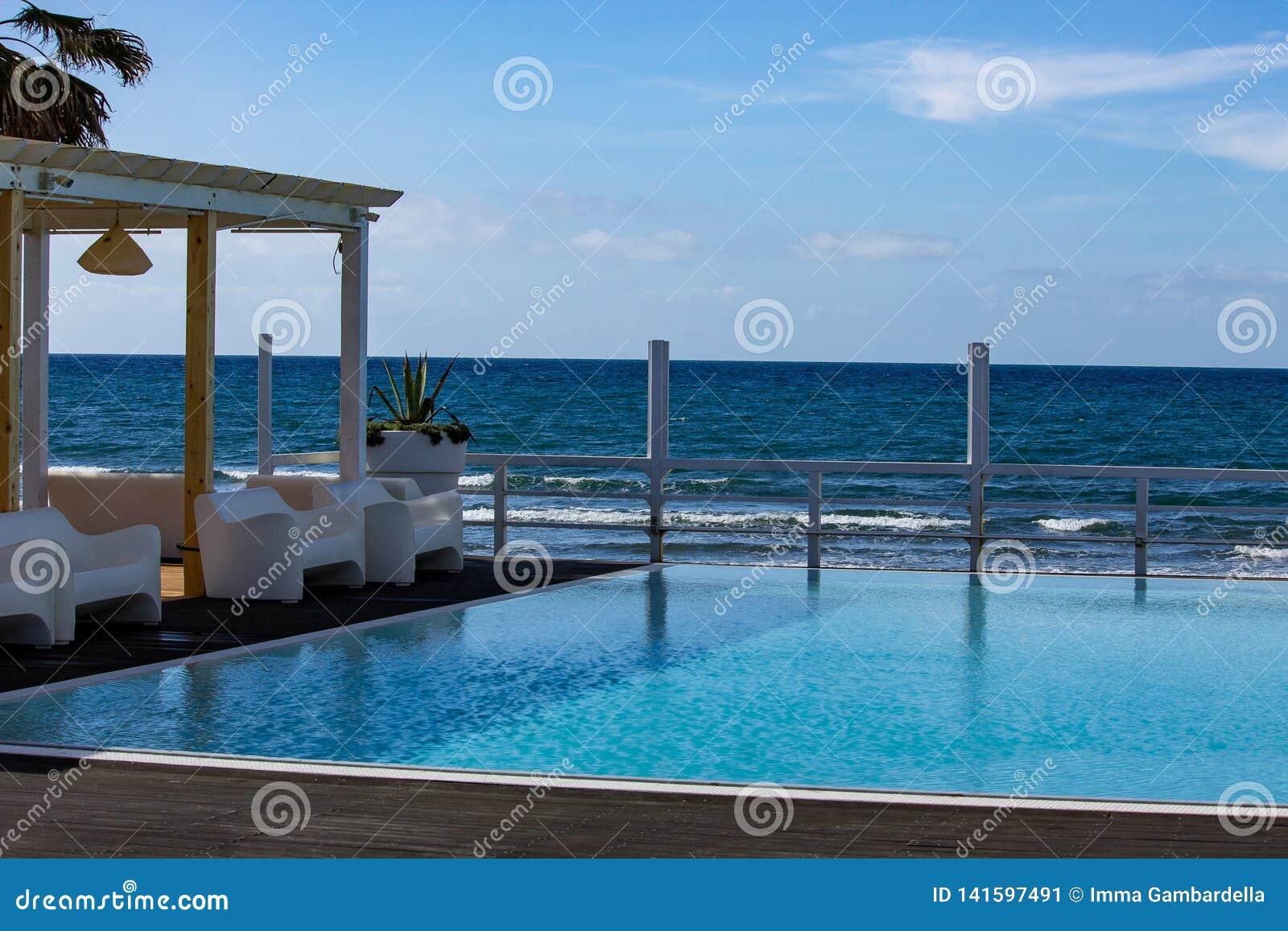 Älskvärt ställe, med havssikt, var du kan koppla av