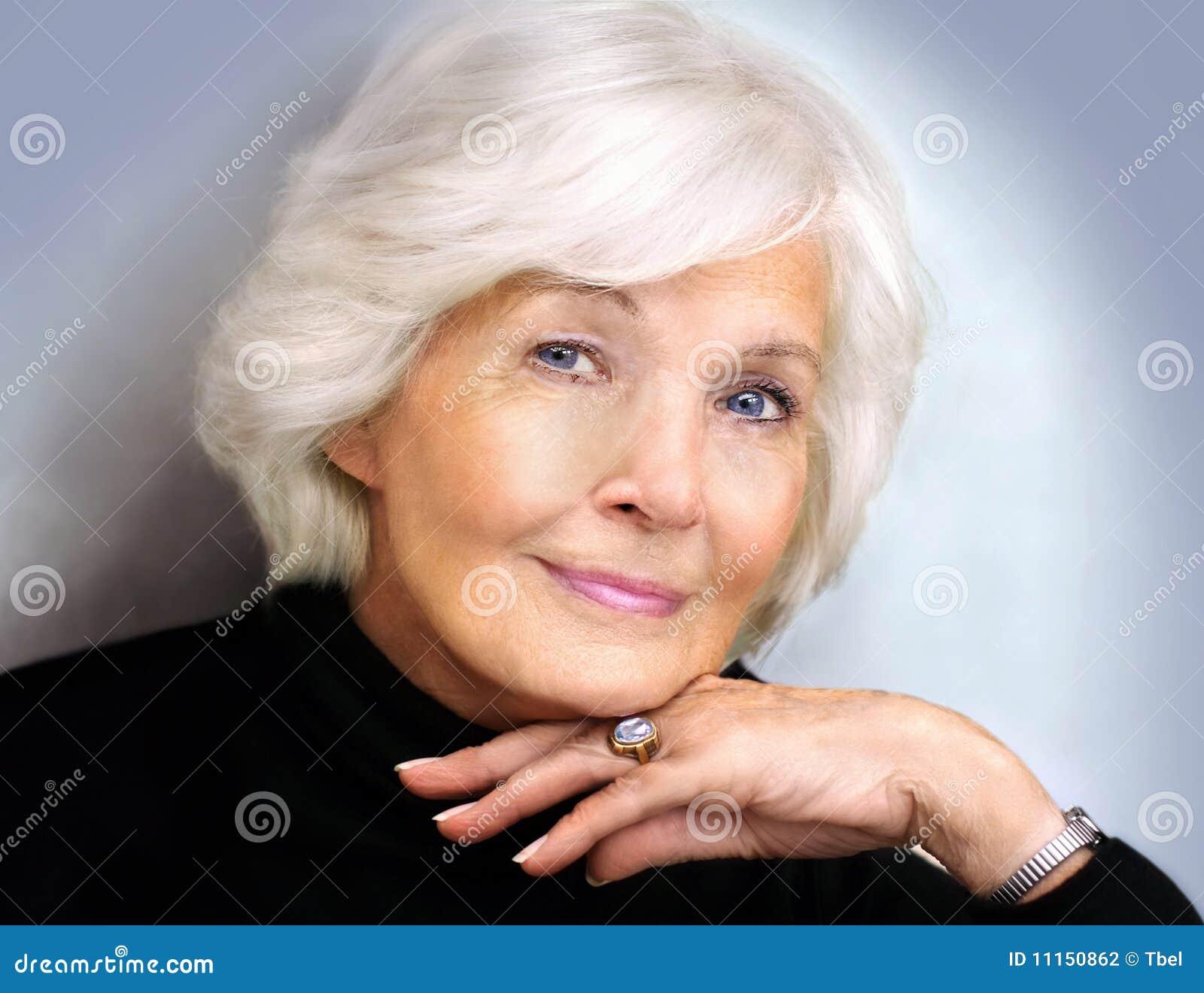 Ältere Dame mit Polostutzen