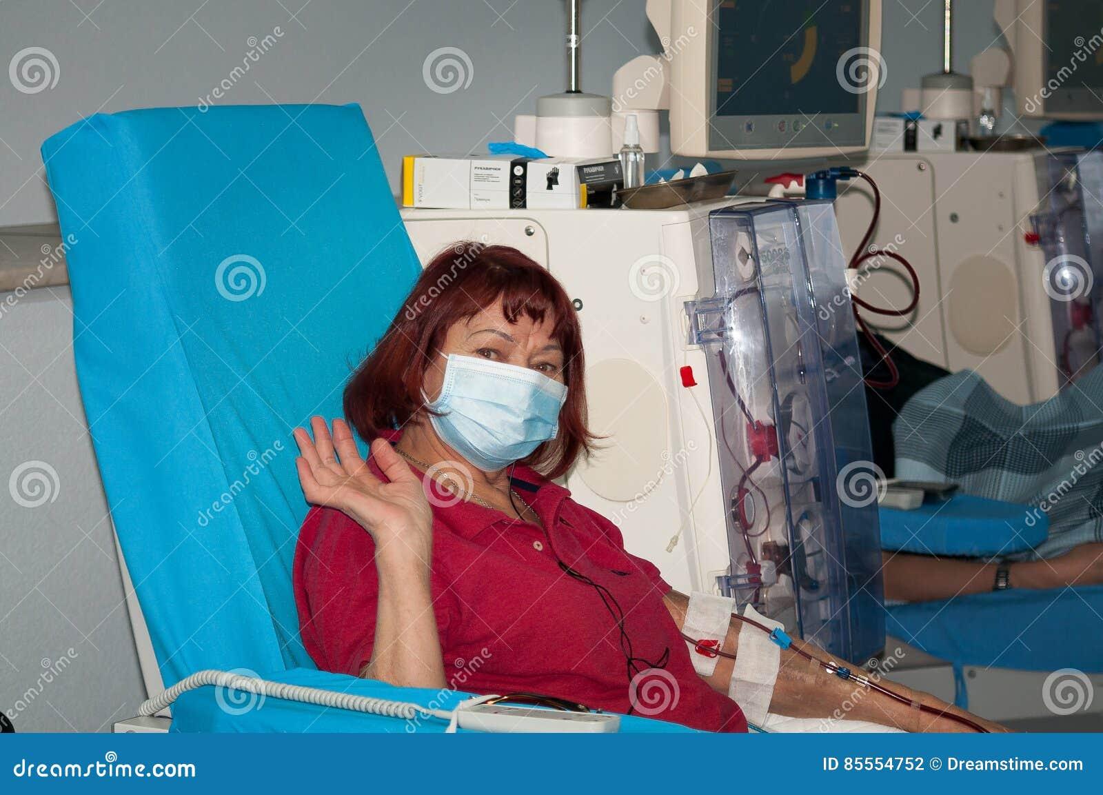ältere Frau Auf Dialyse Im Krankenhaus Redaktionelles