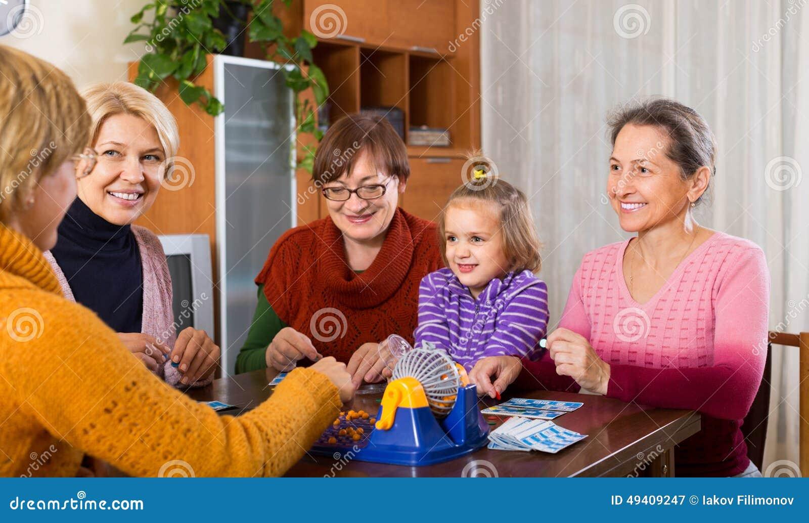 Download Ältere Frauen Mit Kind Am Schreibtisch Mit Bingo Stockbild - Bild von innen, kind: 49409247