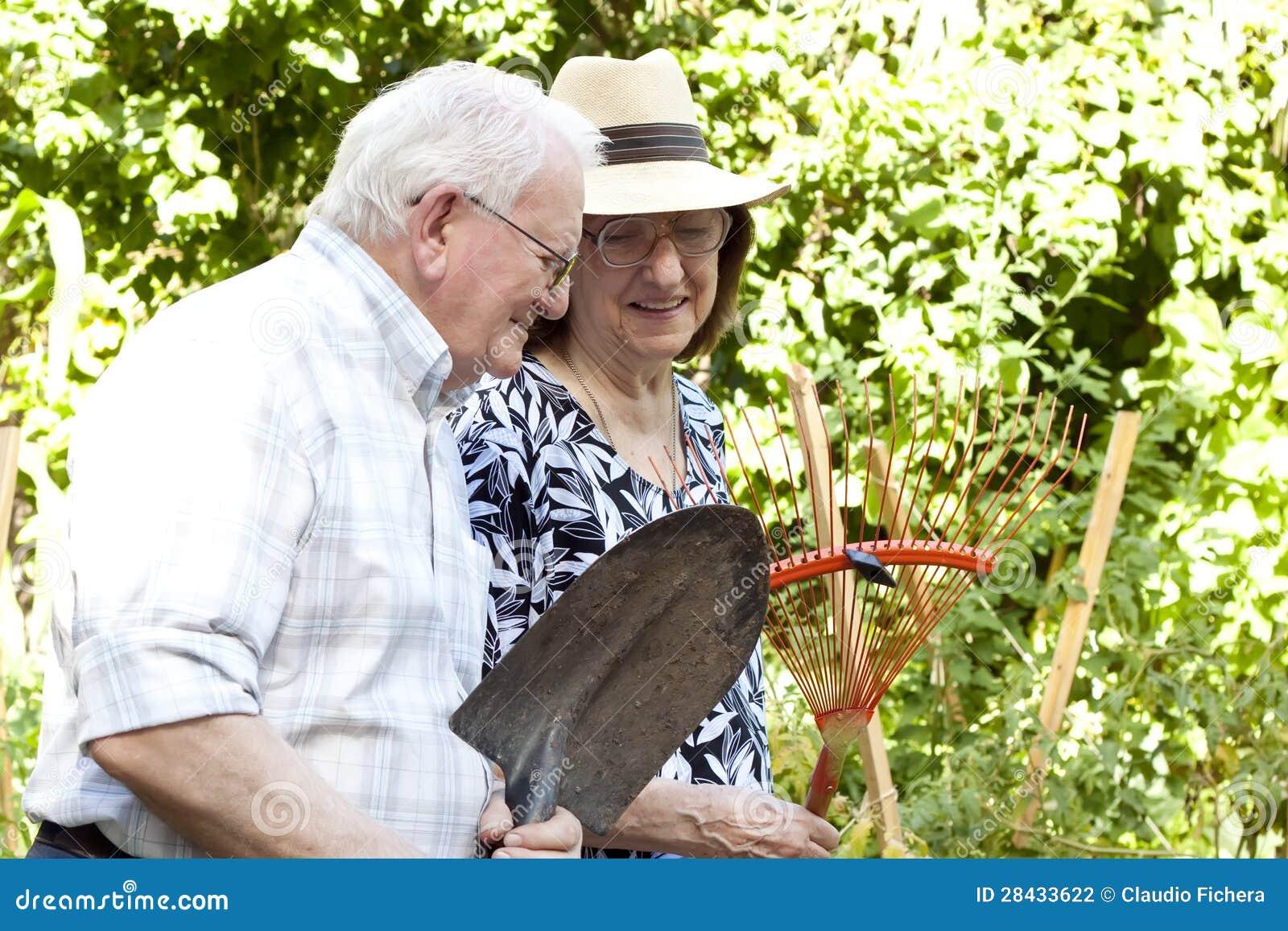 Ältere Gärtner