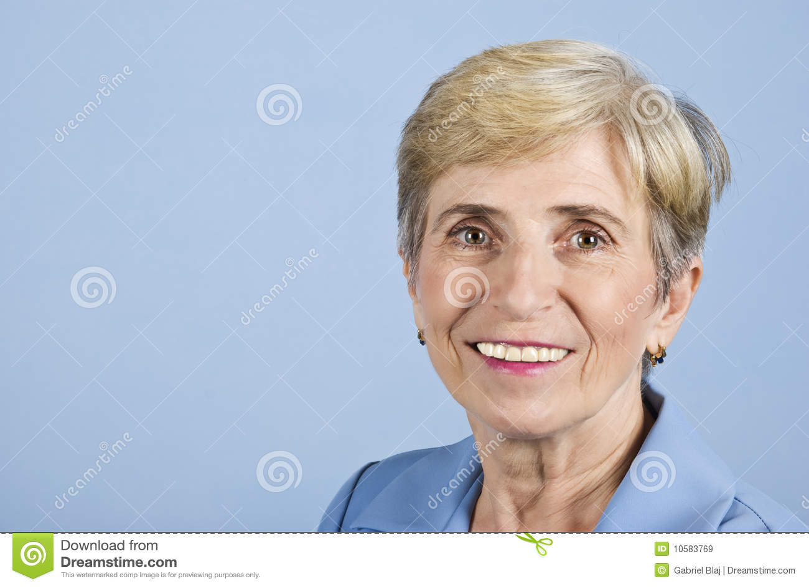 Ältere Geschäftsfrau des Lächelns