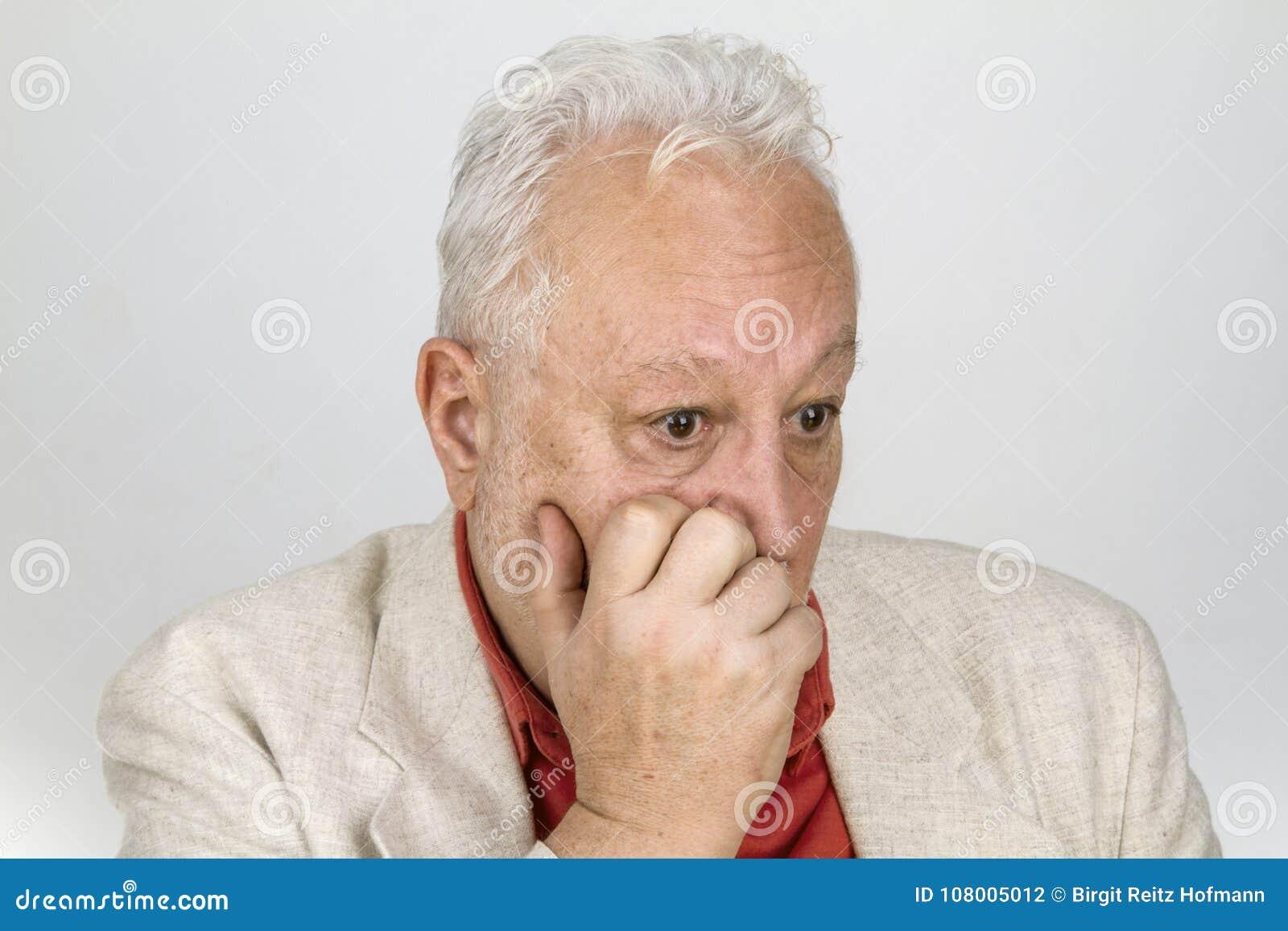 Ältere Person in der Verzweiflung