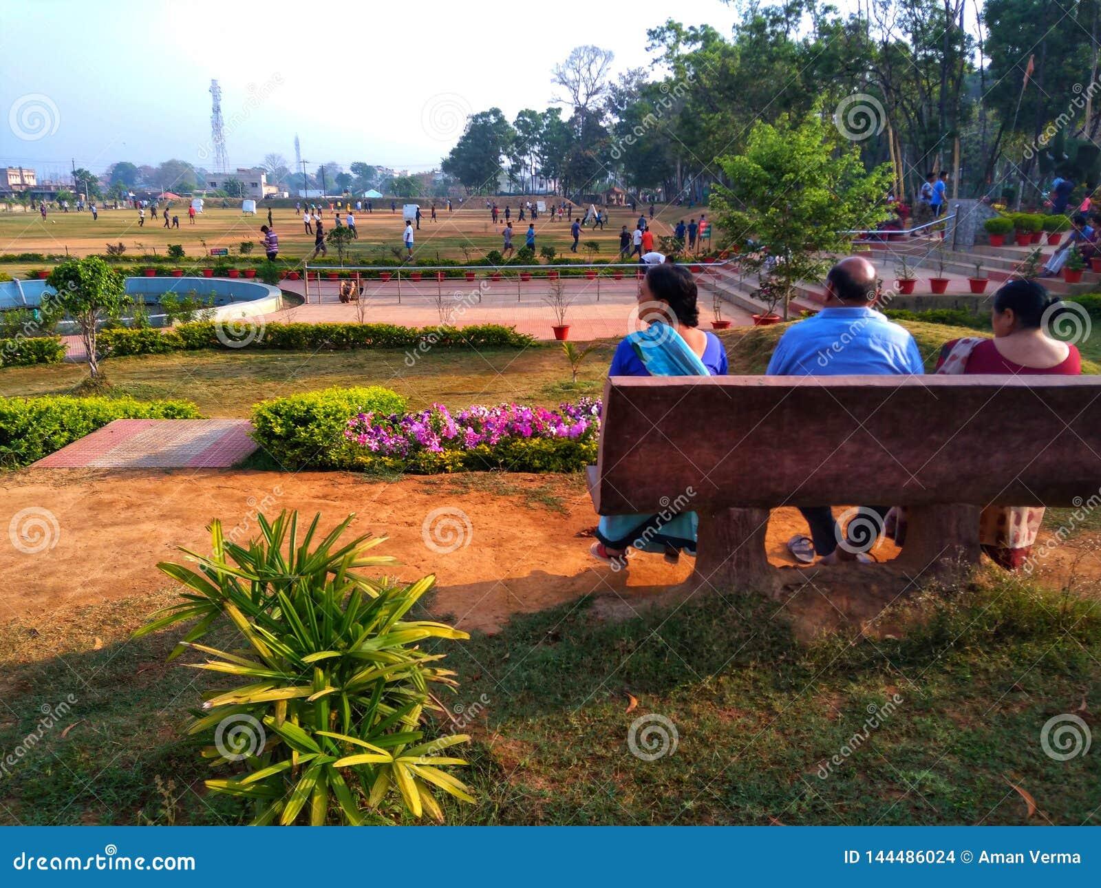 Älterer Bürger in einem Park