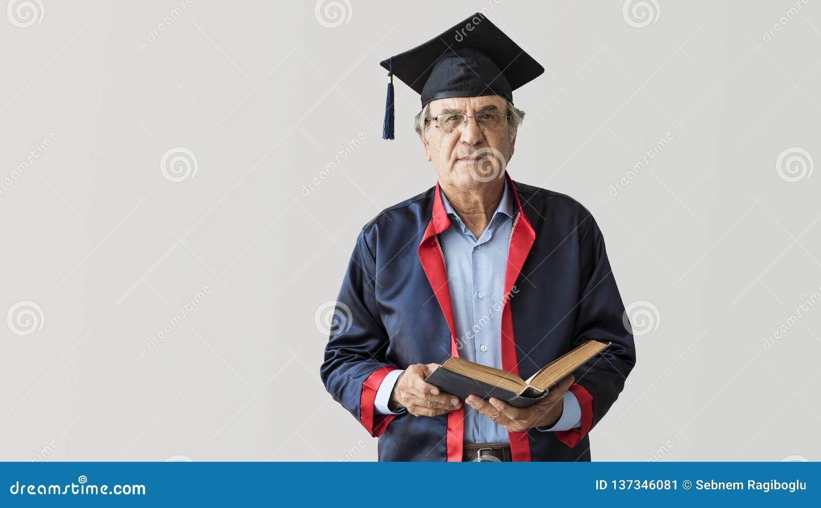 Älterer erwachsener Mann in der Kappe