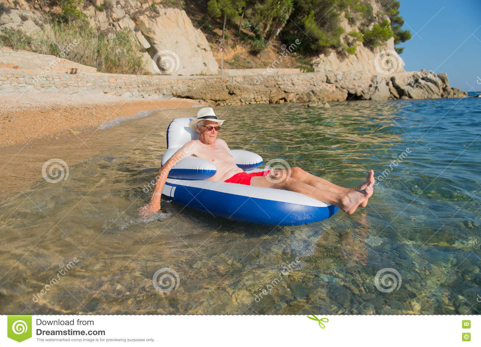 älterer Mann Der In Meer Schwimmt Stockfoto Bild Von Mann Wasser