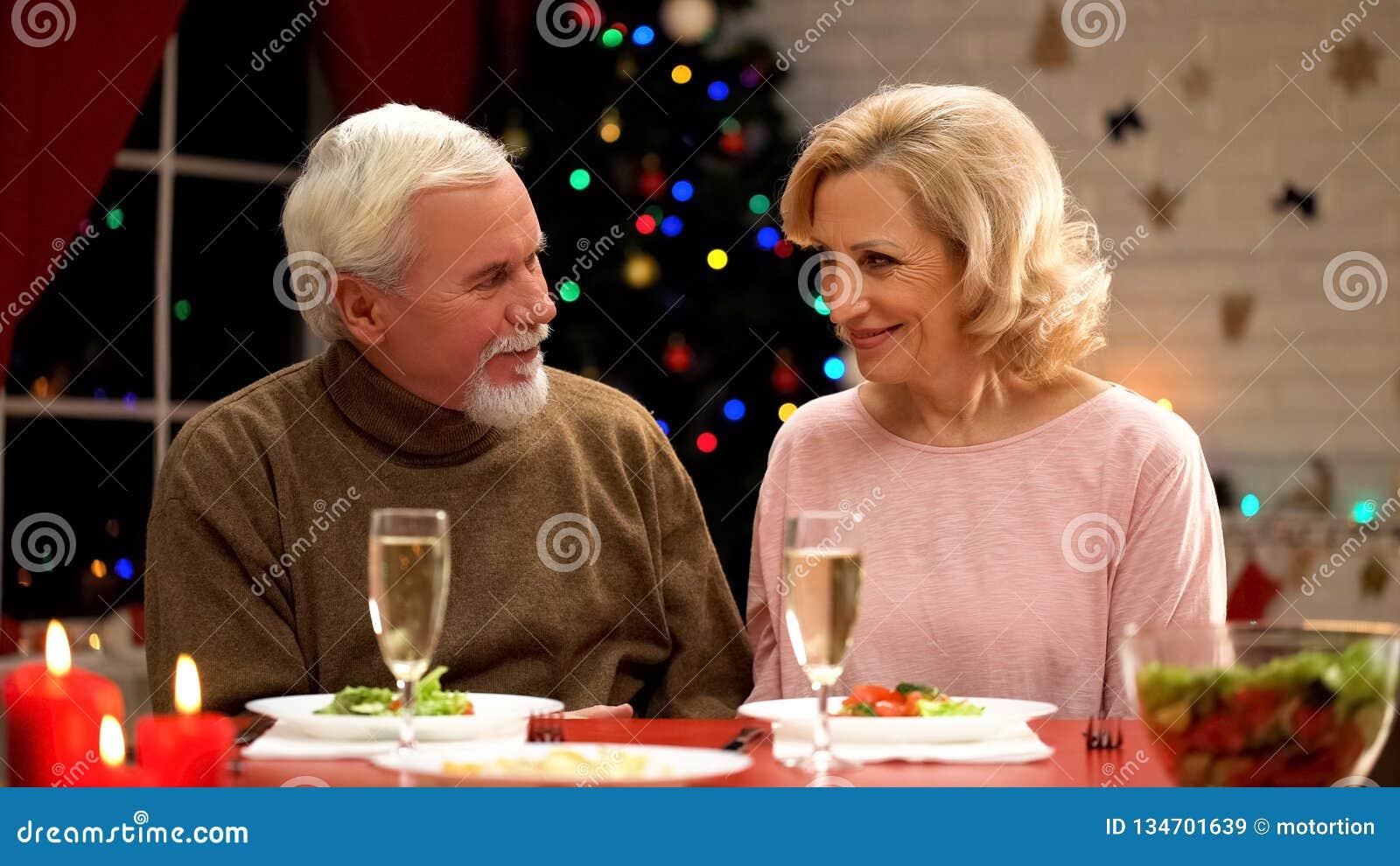 mit einem älteren mann flirten