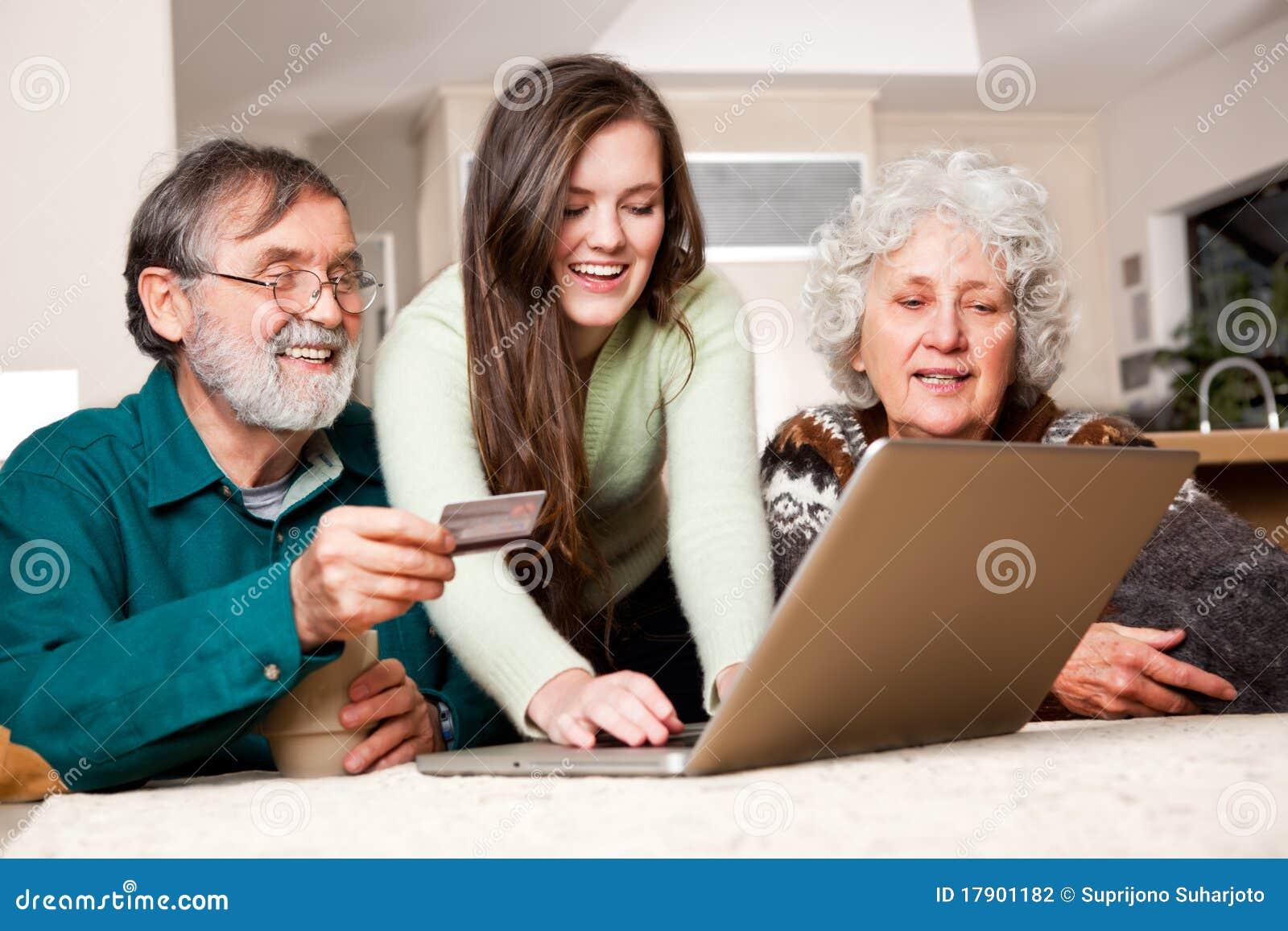 Älteres Paareinkaufen online